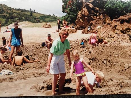 Margot på Hot Water Beach 1996